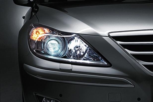 s_2010-Hyundai-Genesis-HID-Xenon-Headlights
