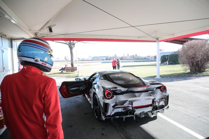 2018-Ferrari_488_Pista_SP-01