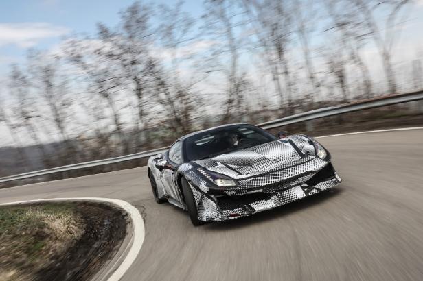 2018-Ferrari_488_Pista_SP-04