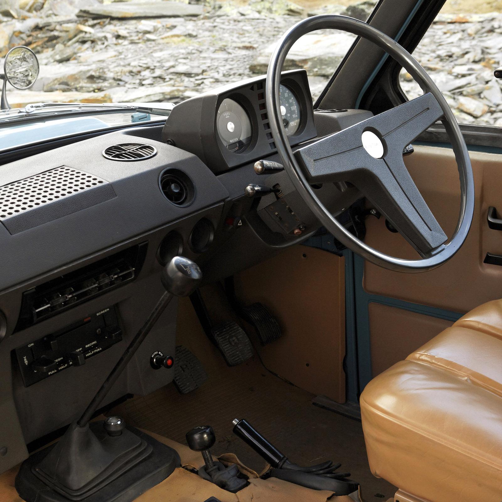 1970-LandRover_RangeRover-3