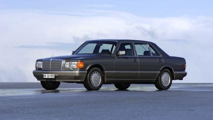 1979-Mercedes-Benz_560SEL(W126)-01