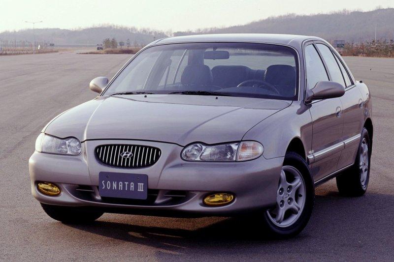 1998-Hyundai_Sonata3-1