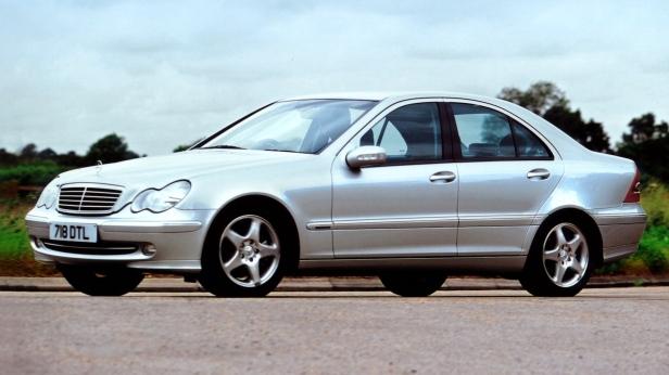 2000-MercedesBenz_C-Class_sedan-1