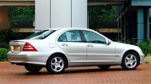 2000-MercedesBenz_C-Class_sedan-2
