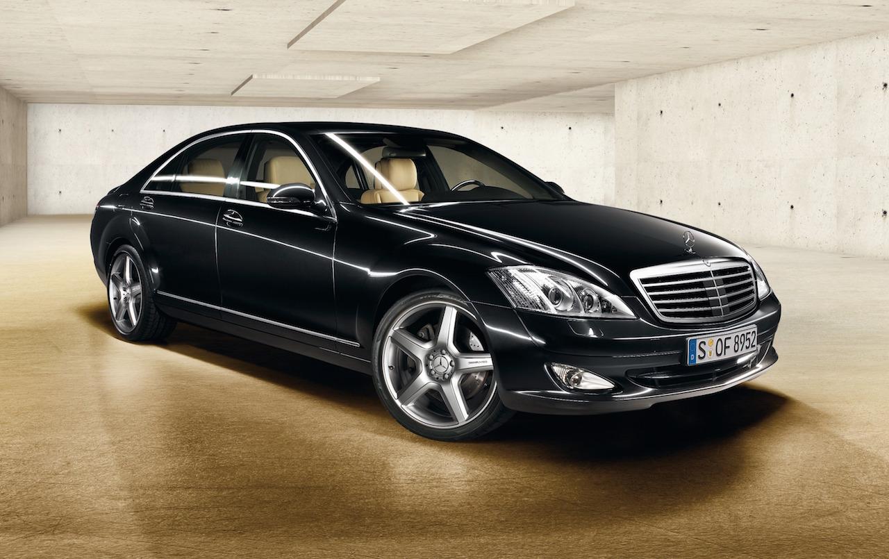 2006-Mercedes-Benz_S-Class-01