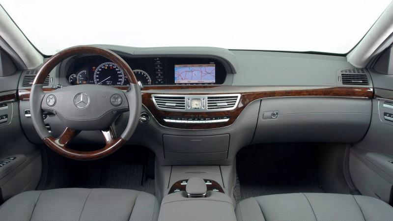 2008-Mercedes-Benz_S-Class-01