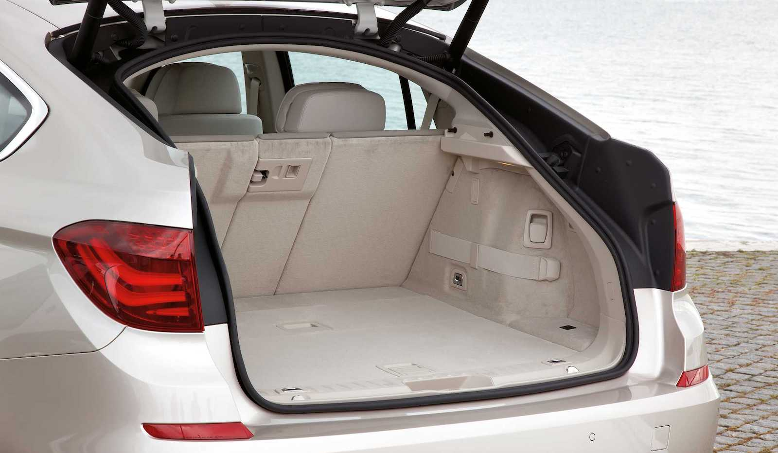 2010-BMW_5Series_GT-3