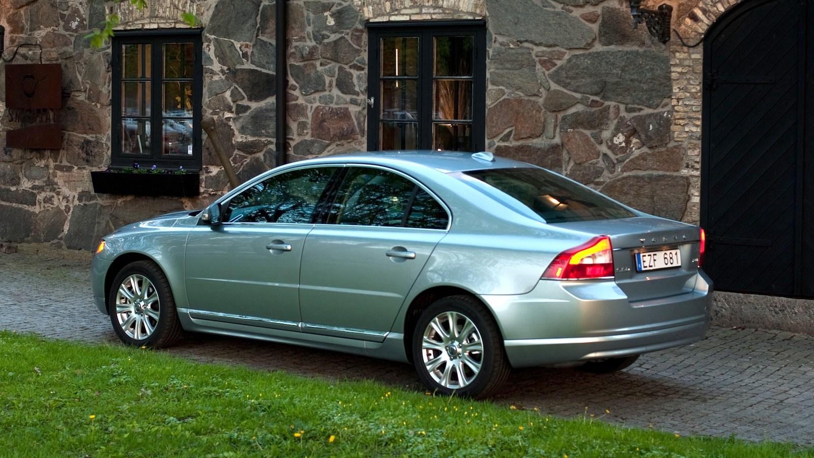 2010-Volvo_S80-2