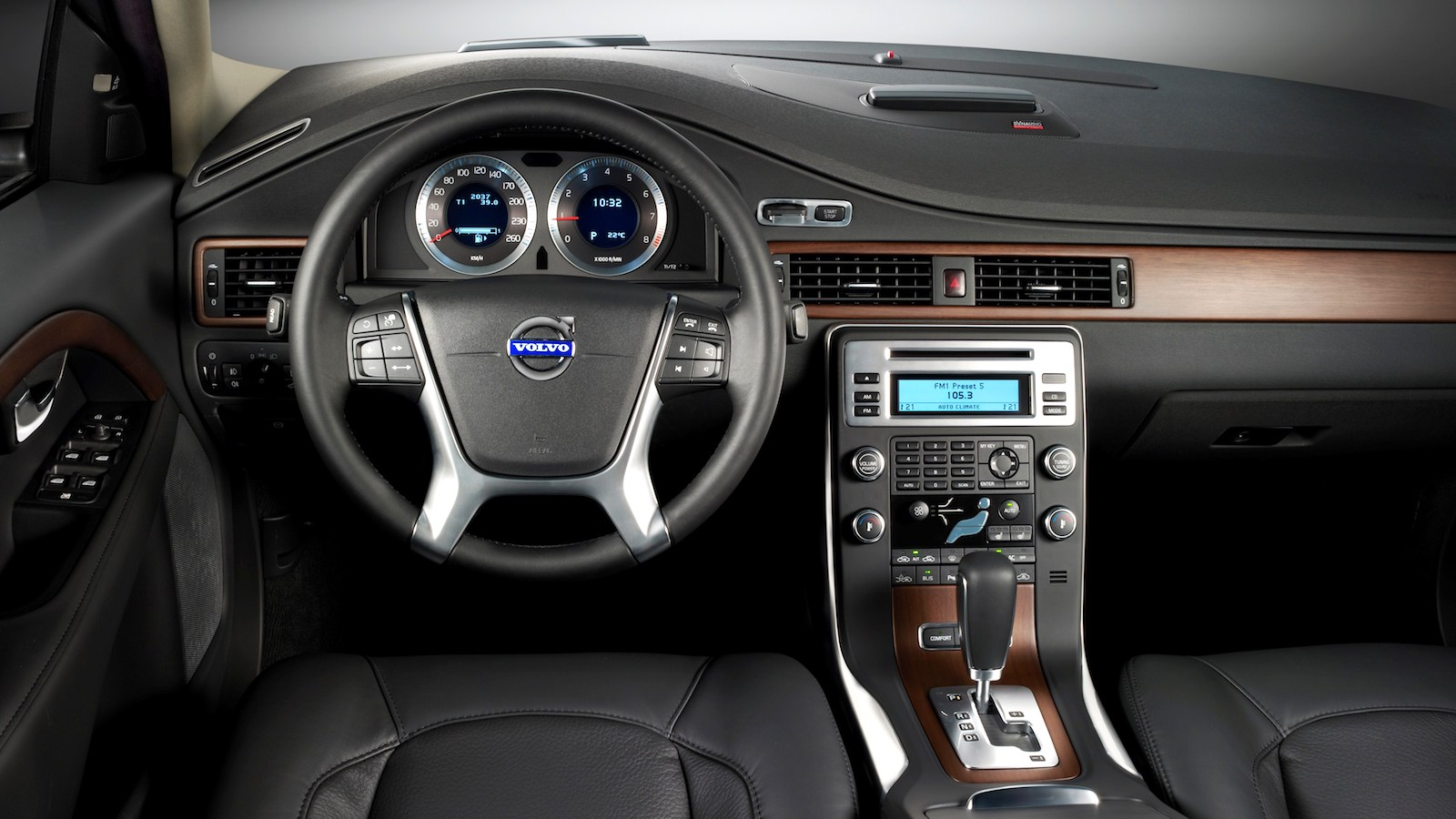 2010-Volvo_S80-3