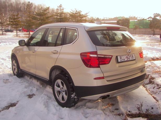 2011-BMW_X3(MY)-2