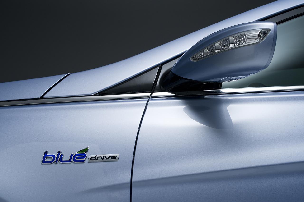 2011-Hyundai-Sonata-Hybrid-16