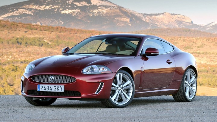 2011-Jaguar_XK_Coupe-1