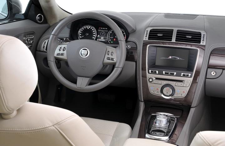 2011-Jaguar_XK_Coupe-2