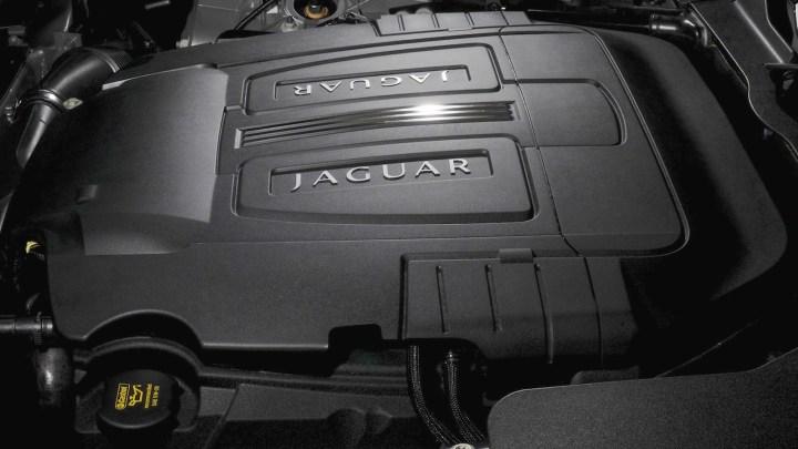 2011-Jaguar_XK_Coupe-4