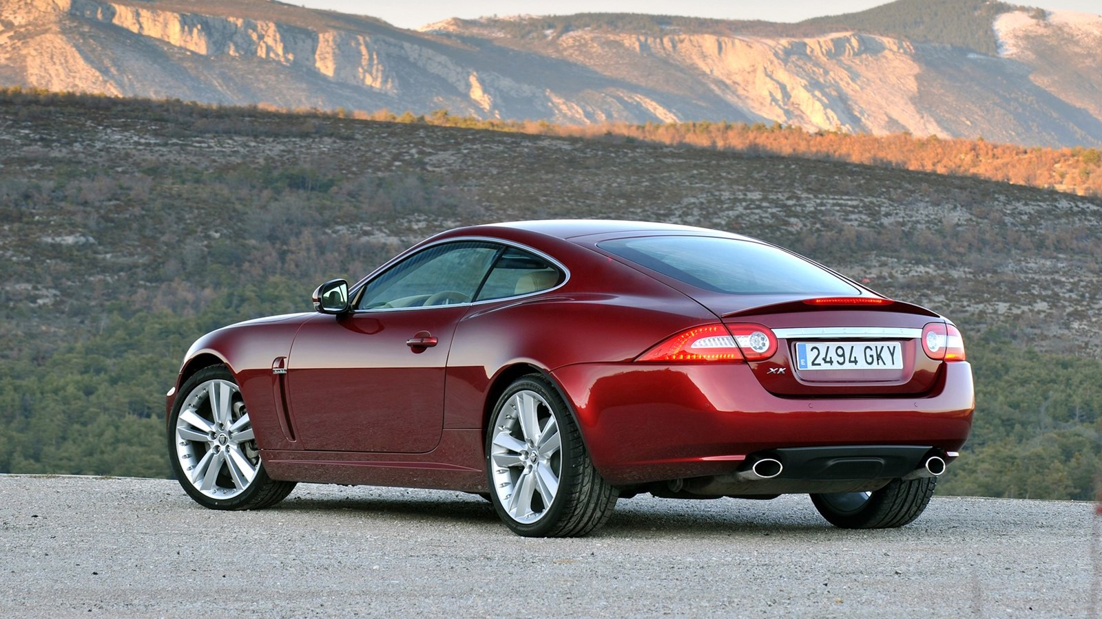 2011-Jaguar_XK_Coupe-5