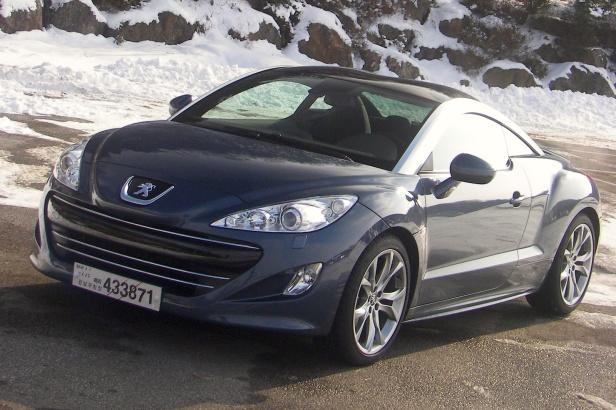 2011-Peugeot_RCZ_THP156-2