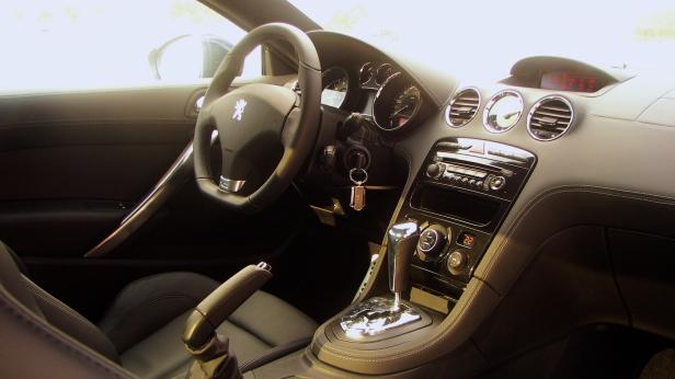 2011-Peugeot_RCZ_THP156-4