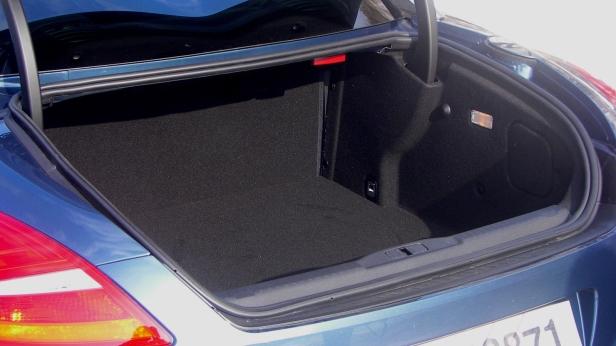 2011-Peugeot_RCZ_THP156-5