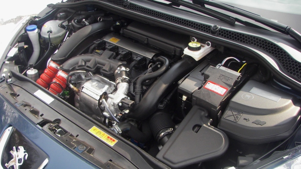 2011-Peugeot_RCZ_THP156-6