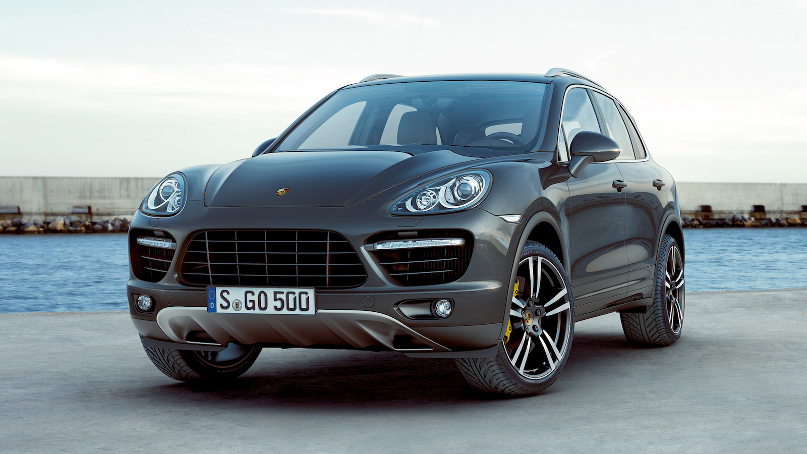 2011-Porsche_Cayenne_Turbo-1