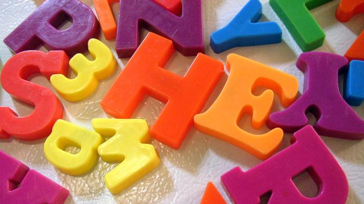 magnet-letters-on-fridge.jpg