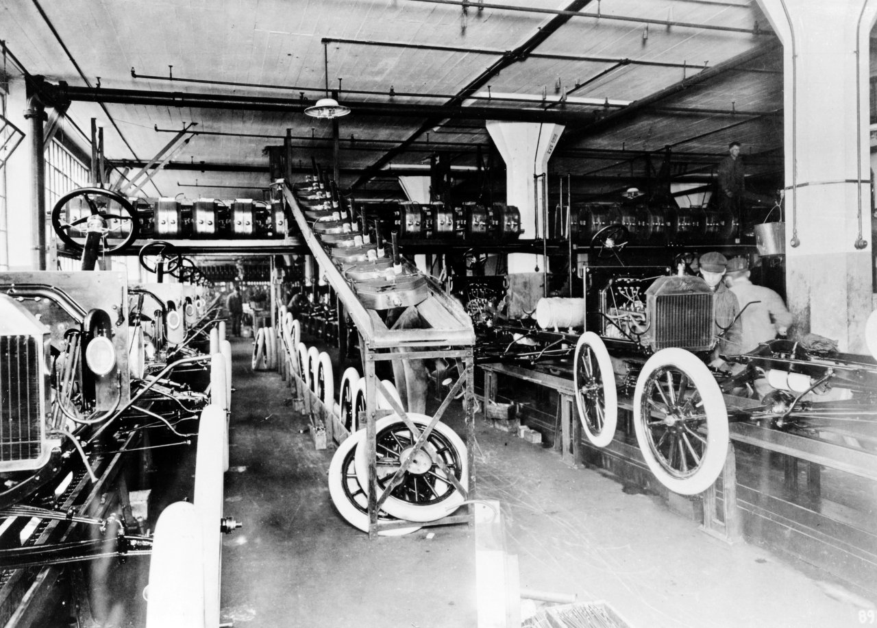 s1914-Ford-Highland-Park-Plant-assembly-line