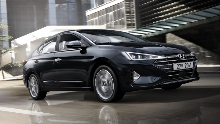 2019-Hyundai_Avante-01